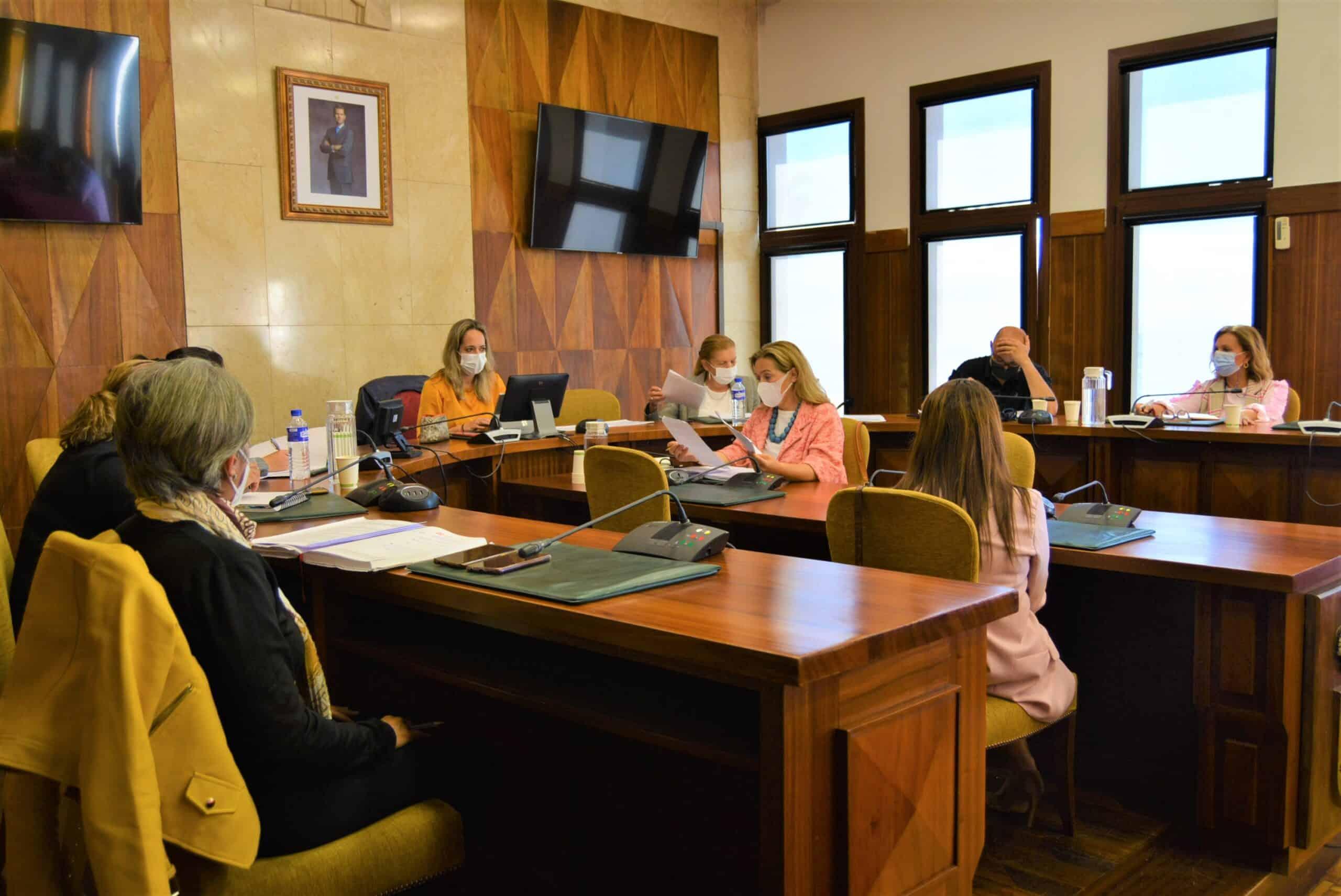El Cabildo y los ayuntamientos trabajan en una agenda artesana para desarrollar muestras en los catorce municipios